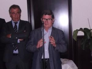 Lluís Tejedor, alcalde del Prat, al costat de Jordi Codina, president d'Amics d'El Prat