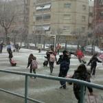 L'escola Bernat Metge gaudeix de la neu. Per Montse